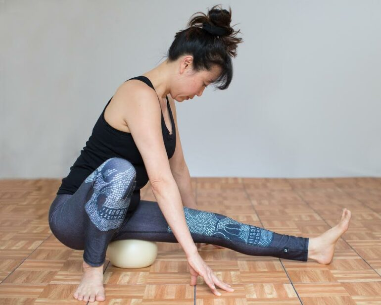 yamuna-body-rolling-vs-foam-roller